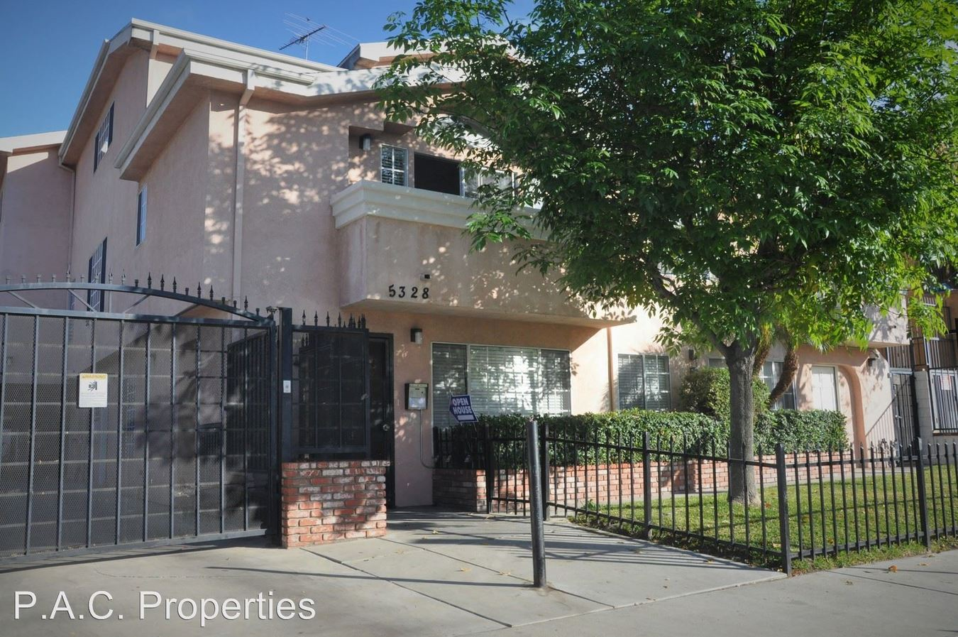 3 Bedrooms 2 Bathrooms Apartment for rent at 5328 Riverton Avenue in North Hollywood, CA