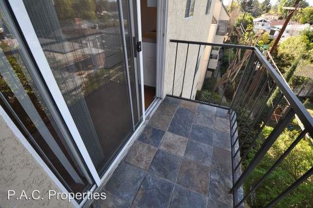 2 Bedrooms 2 Bathrooms Apartment for rent at 11505 Riverside Drive in North Hollywood, CA