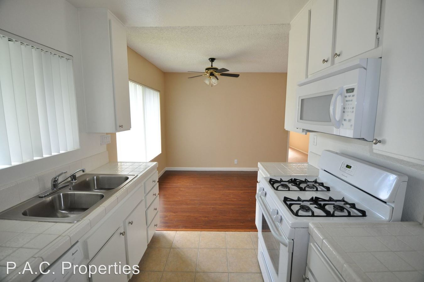 3 Bedrooms 2 Bathrooms Apartment for rent at 24411 Newhall Avenue in Newhall, CA