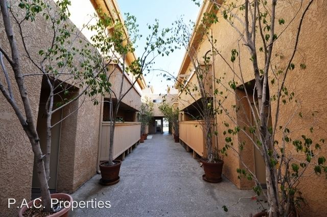 2 Bedrooms 2 Bathrooms Apartment for rent at 11045 La Maida Street in North Hollywood, CA