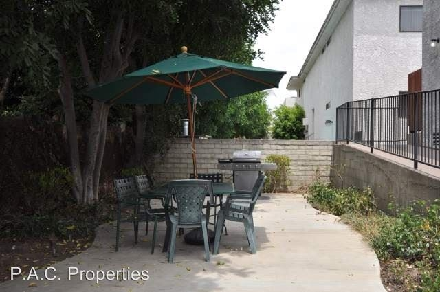 2 Bedrooms 2 Bathrooms Apartment for rent at 5921 Whitsett Avenue in Valley Village, CA