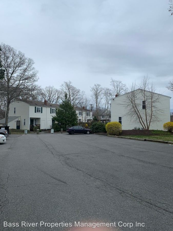 2 Bedrooms 1 Bathroom Apartment for rent at 23 Canal Road in Sagamore Beach, MA