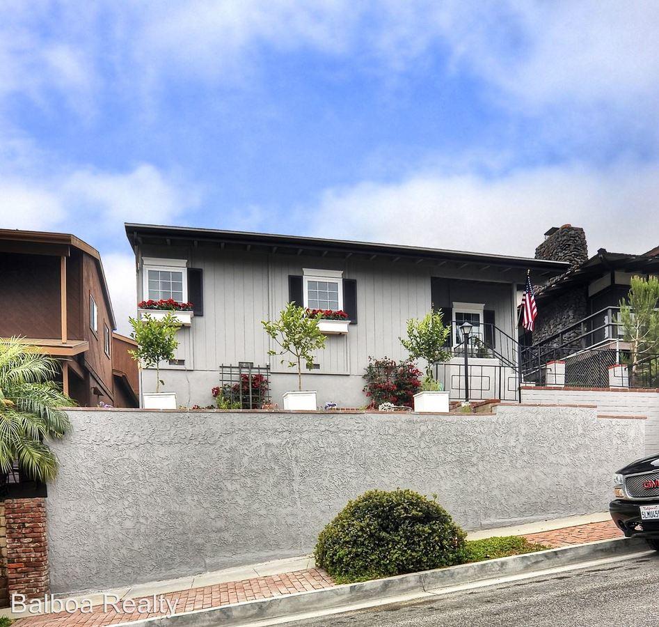 3 Bedrooms 3 Bathrooms Apartment for rent at 407 Heliotrope in Corona Del Mar, CA