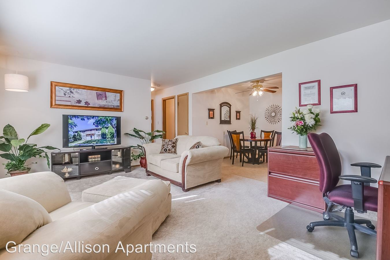2 Bedrooms 1 Bathroom Apartment for rent at 2940e Allison Ave Apt 1 in Cudahy, WI