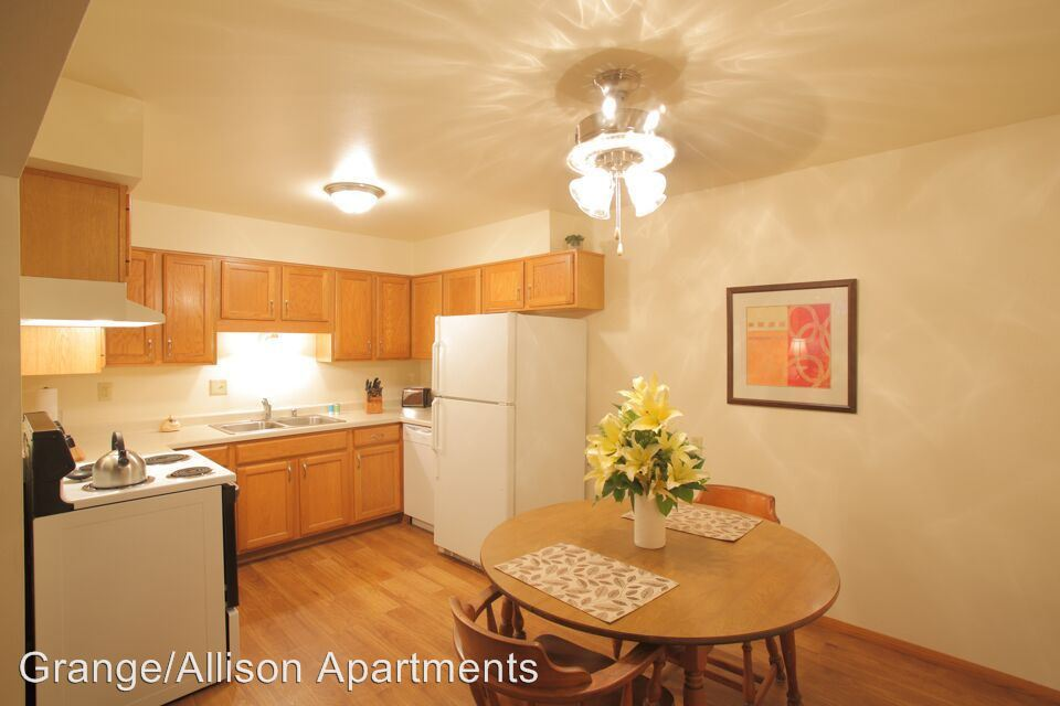 2 Bedrooms 1 Bathroom Apartment for rent at 2940 e Allison Ave Apt 1 in Cudahy, WI