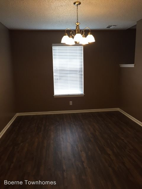 2 Bedrooms 1 Bathroom Apartment for rent at 116 Bentwood Drive in Boerne, TX