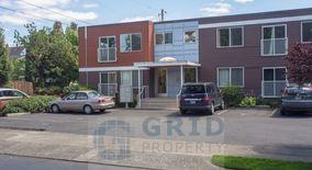 Similar Apartment at 3866 Se Taylor St