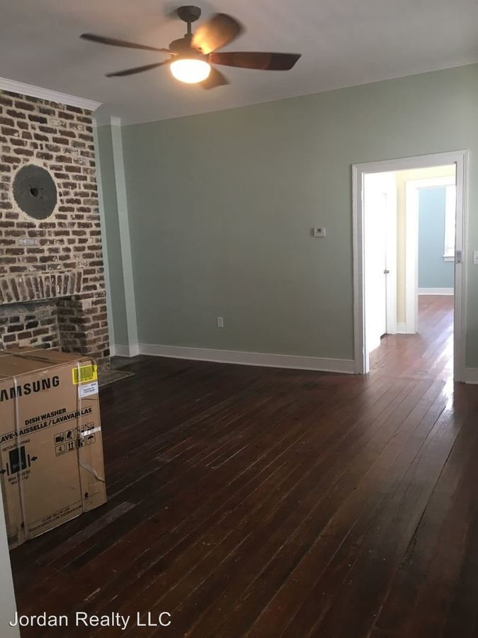 3 Bedrooms 2 Bathrooms Apartment for rent at 58 Reid Street in Charleston, SC