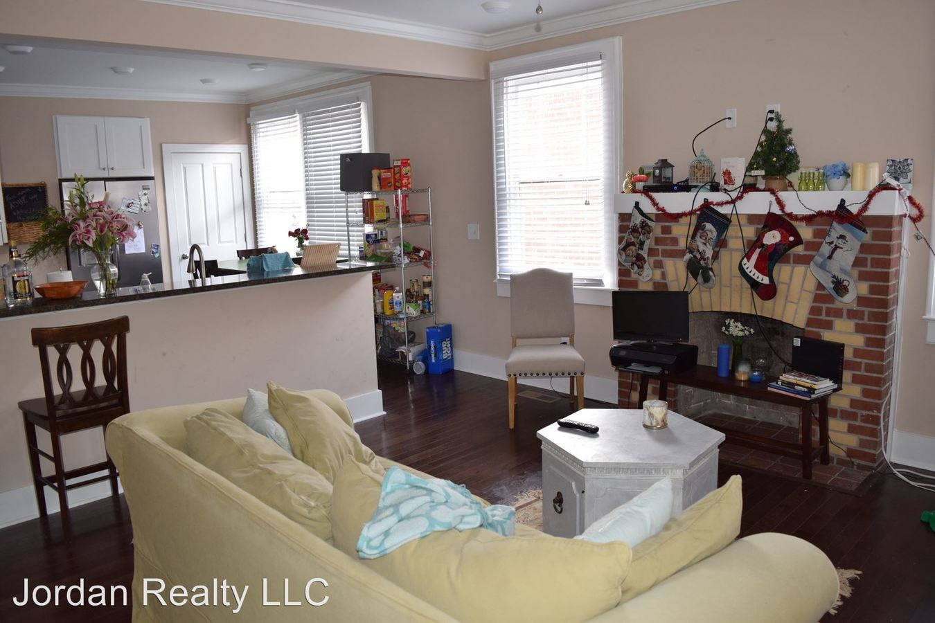 4 Bedrooms 2 Bathrooms Apartment for rent at 5 Ashe Street in Charleston, SC