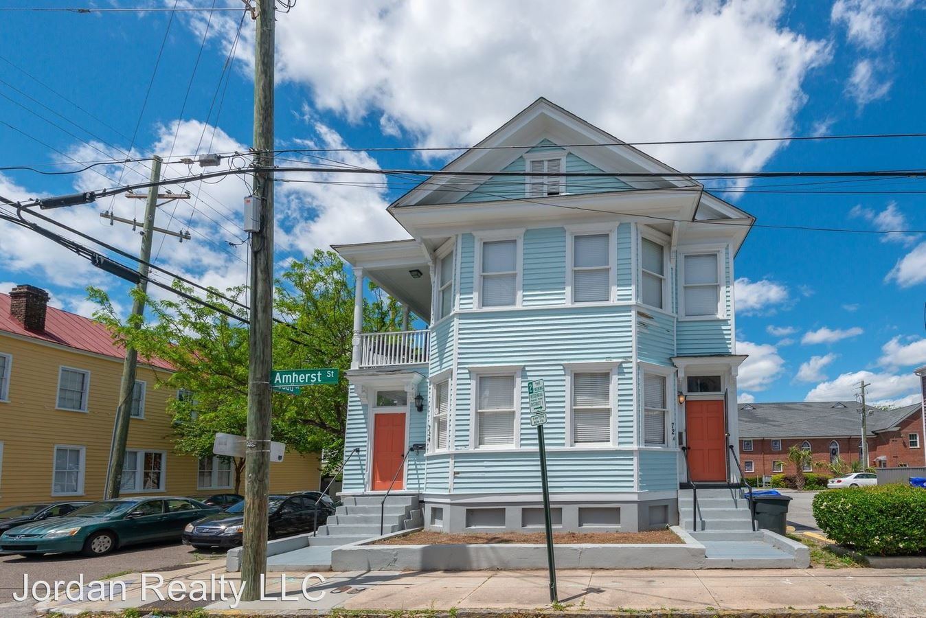 5 Bedrooms 2 Bathrooms Apartment for rent at 72 Amherst Street in Charleston, SC