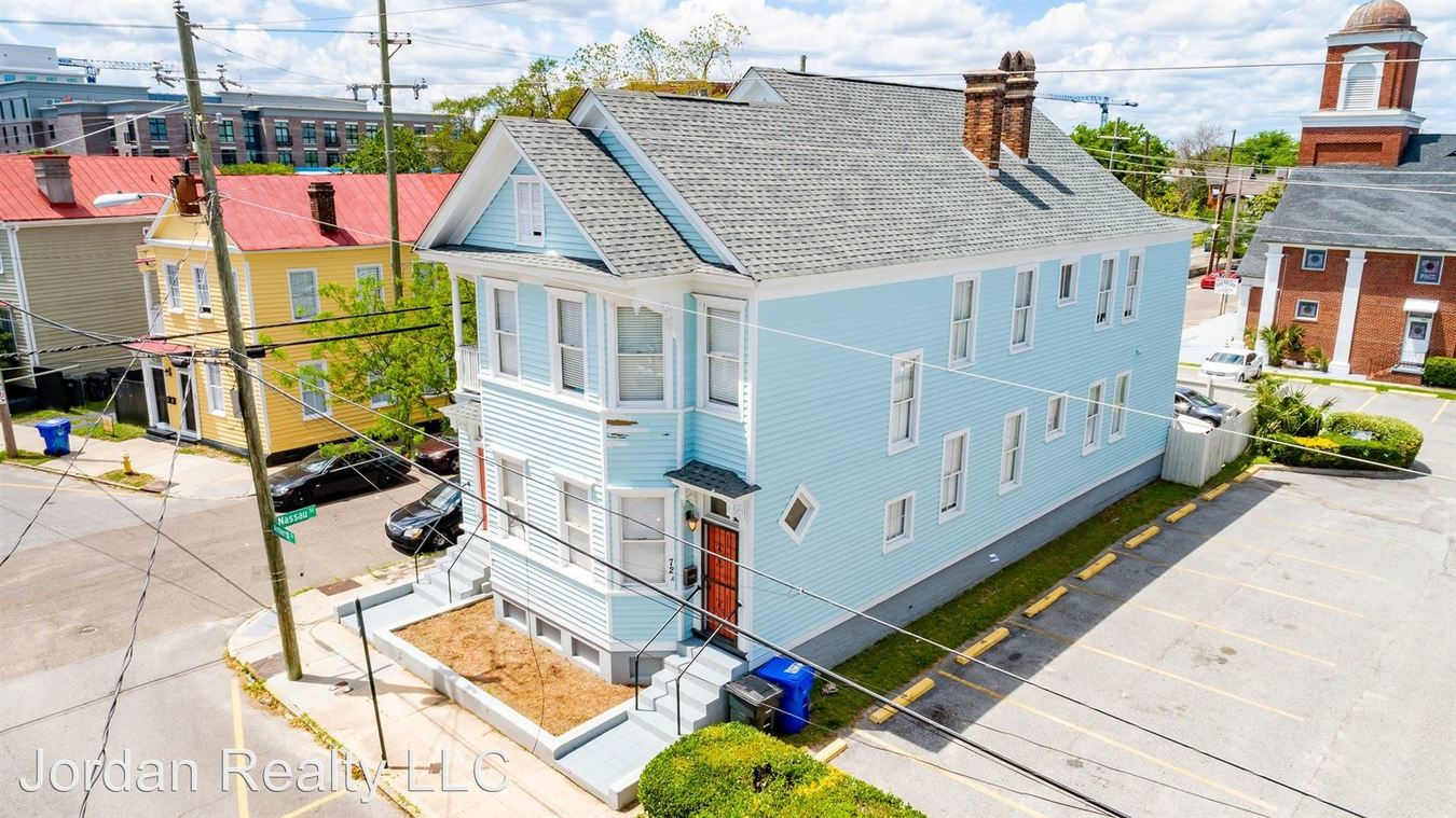 4 Bedrooms 2 Bathrooms Apartment for rent at 72 Amherst Street in Charleston, SC