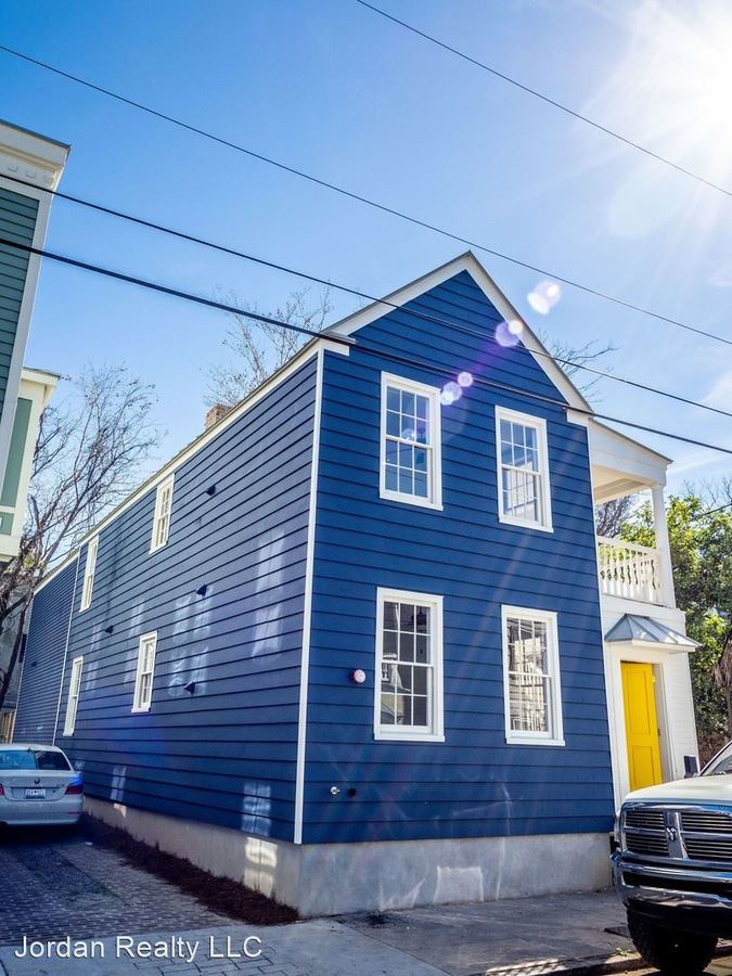 3 Bedrooms 2 Bathrooms Apartment for rent at 39 South St in Charleston, SC