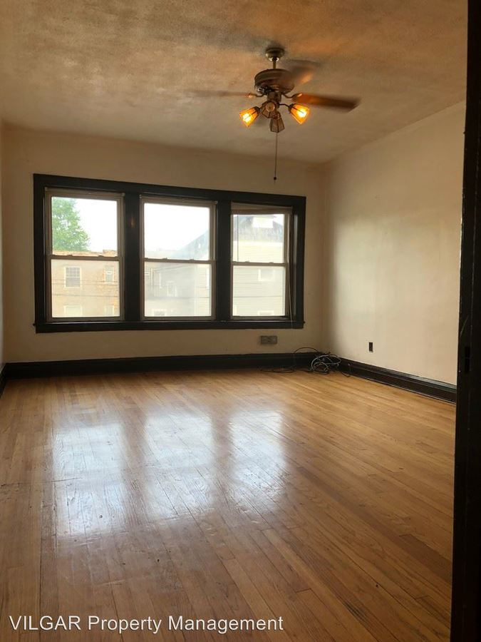 2 Bedrooms 1 Bathroom Apartment for rent at 5617-5619 Hohman in Hammond, IN