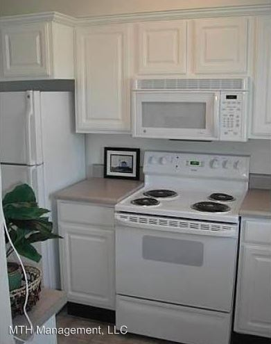 2 Bedrooms 1 Bathroom Apartment for rent at 1127 North Hagadorn Road in East Lansing, MI