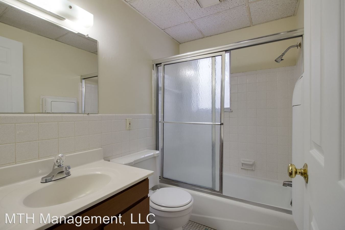 2 Bedrooms 1 Bathroom Apartment for rent at 3225 3227 Holiday Dr in Lansing, MI