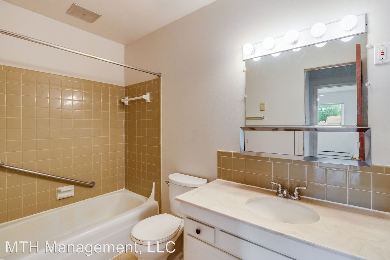 2 Bedrooms 1 Bathroom Apartment for rent at Shaker House Apartments in Charlotte, MI