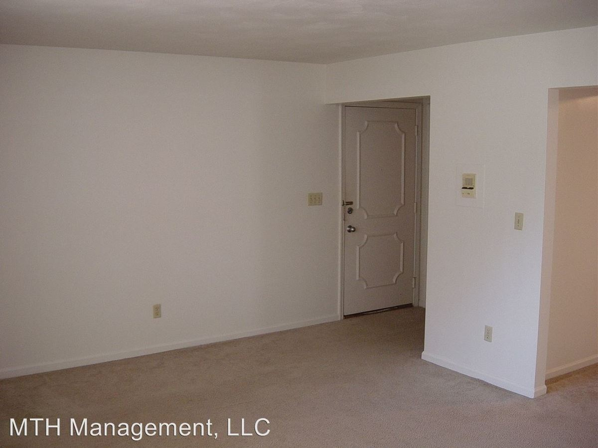 2 Bedrooms 1 Bathroom Apartment for rent at Whispering Pines Apartments in Grand Ledge, MI