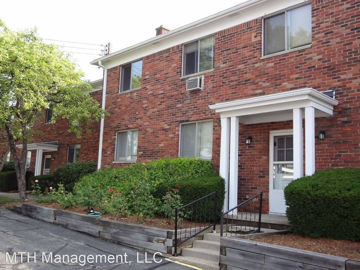 1 Bedroom 1 Bathroom Apartment for rent at 921 Coolidge Rd in Lansing, MI