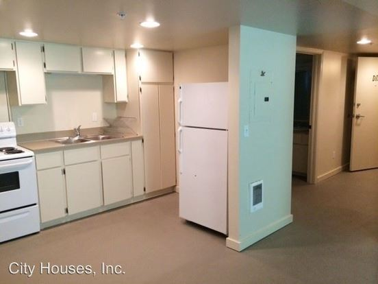 Studio 1 Bathroom Apartment for rent at Ne 60th/61st And Flanders in Portland, OR