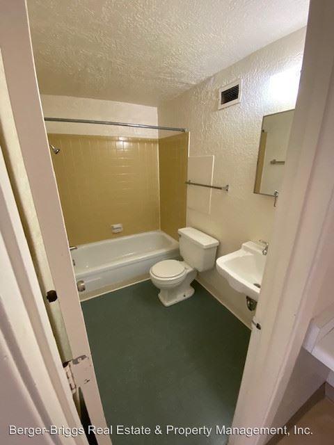 Studio 1 Bathroom Apartment for rent at 1601 - 1605 - 1611 - 1617 Gold Ave Se in Albuquerque, NM