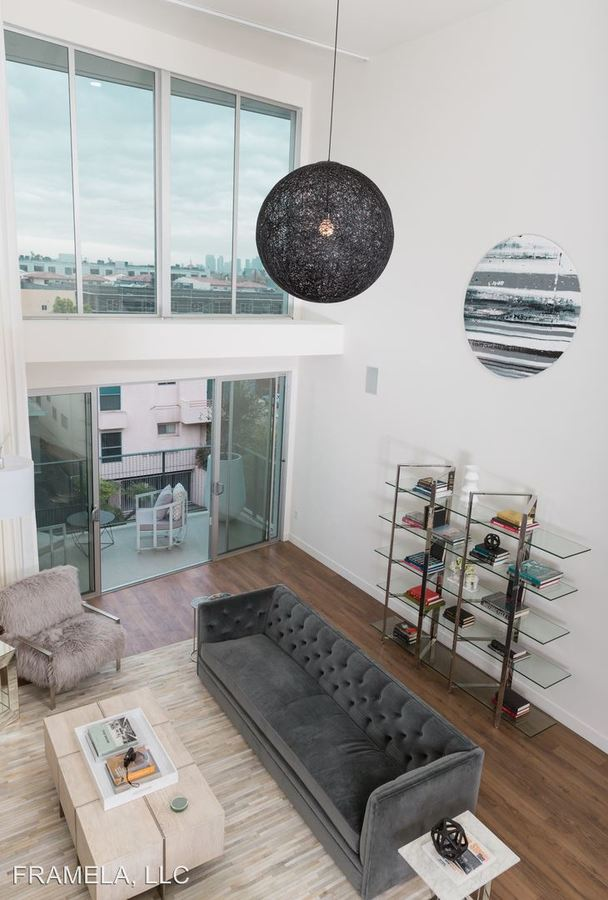 1 Bedroom 2 Bathrooms Apartment for rent at 733 N Hudson Avenue in Hollywood, CA