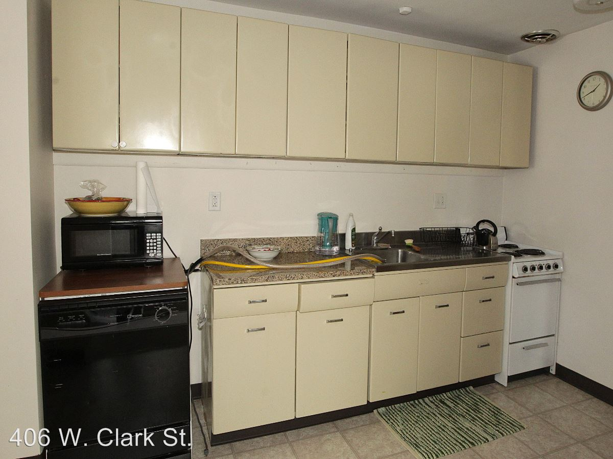 1 Bedroom 1 Bathroom Apartment for rent at 406 W. Clark St. in Champaign, IL