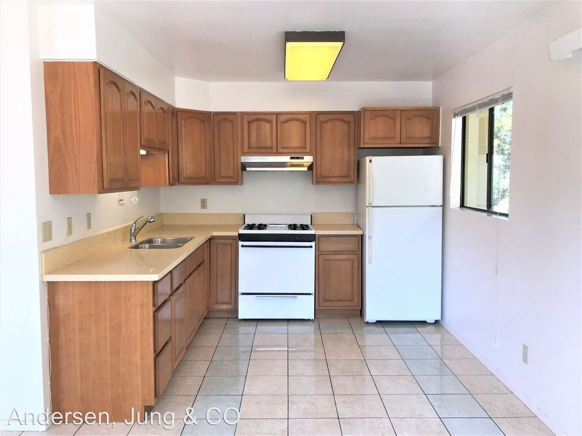 3 Bedrooms 2 Bathrooms Apartment for rent at 3320 Macarthur Blvd in Oakland, CA