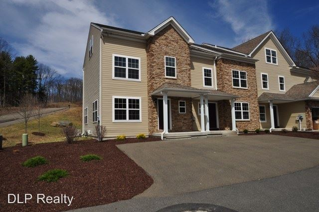 3 Bedrooms 1 Bathroom Apartment for rent at 305 Cervina Court in East Stroudsburg, PA