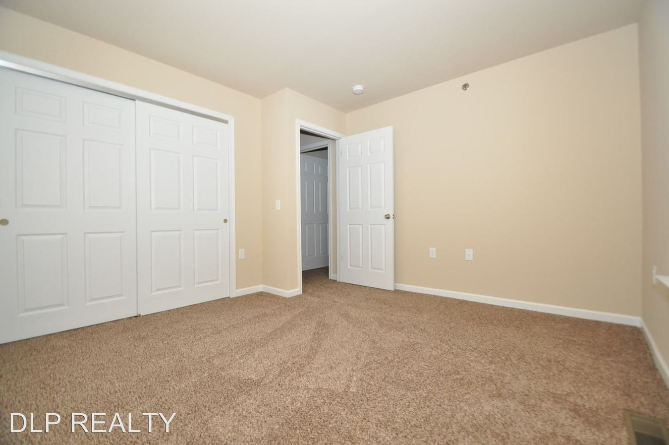 4 Bedrooms 3 Bathrooms Apartment for rent at 305 Cervina Court in East Stroudsburg, PA