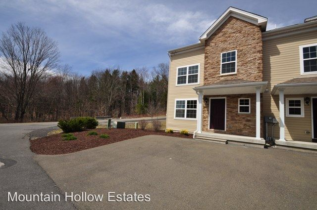 2 Bedrooms 1 Bathroom Apartment for rent at 305 Cervina Court in East Stroudsburg, PA