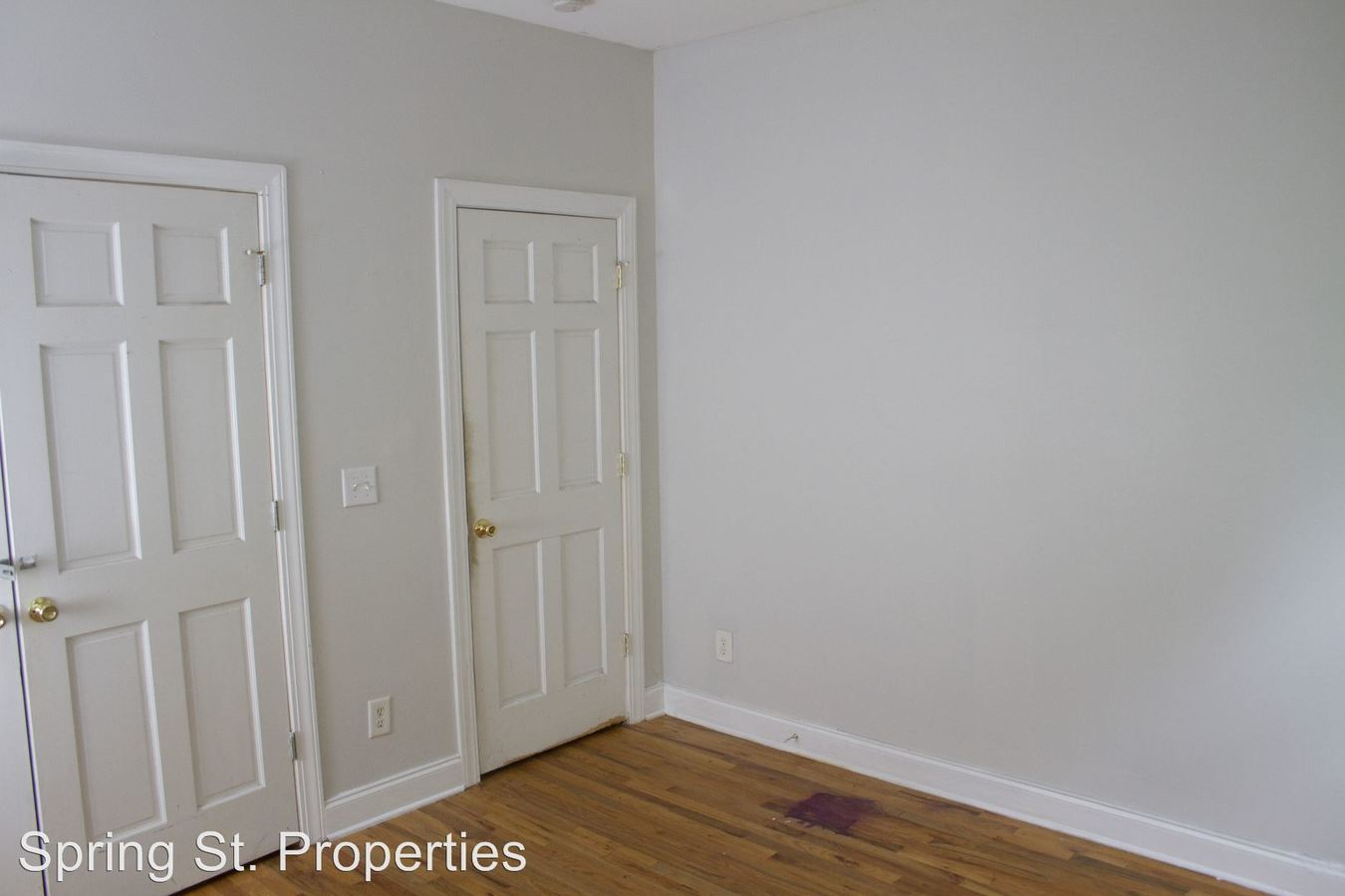 3 Bedrooms 2 Bathrooms Apartment for rent at 60 1/2 Cannon Street in Charleston, SC