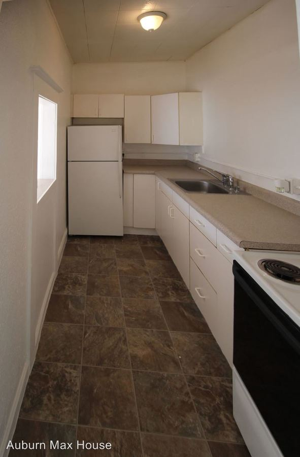 Studio 1 Bathroom Apartment for rent at 115 E Main St in Auburn, WA