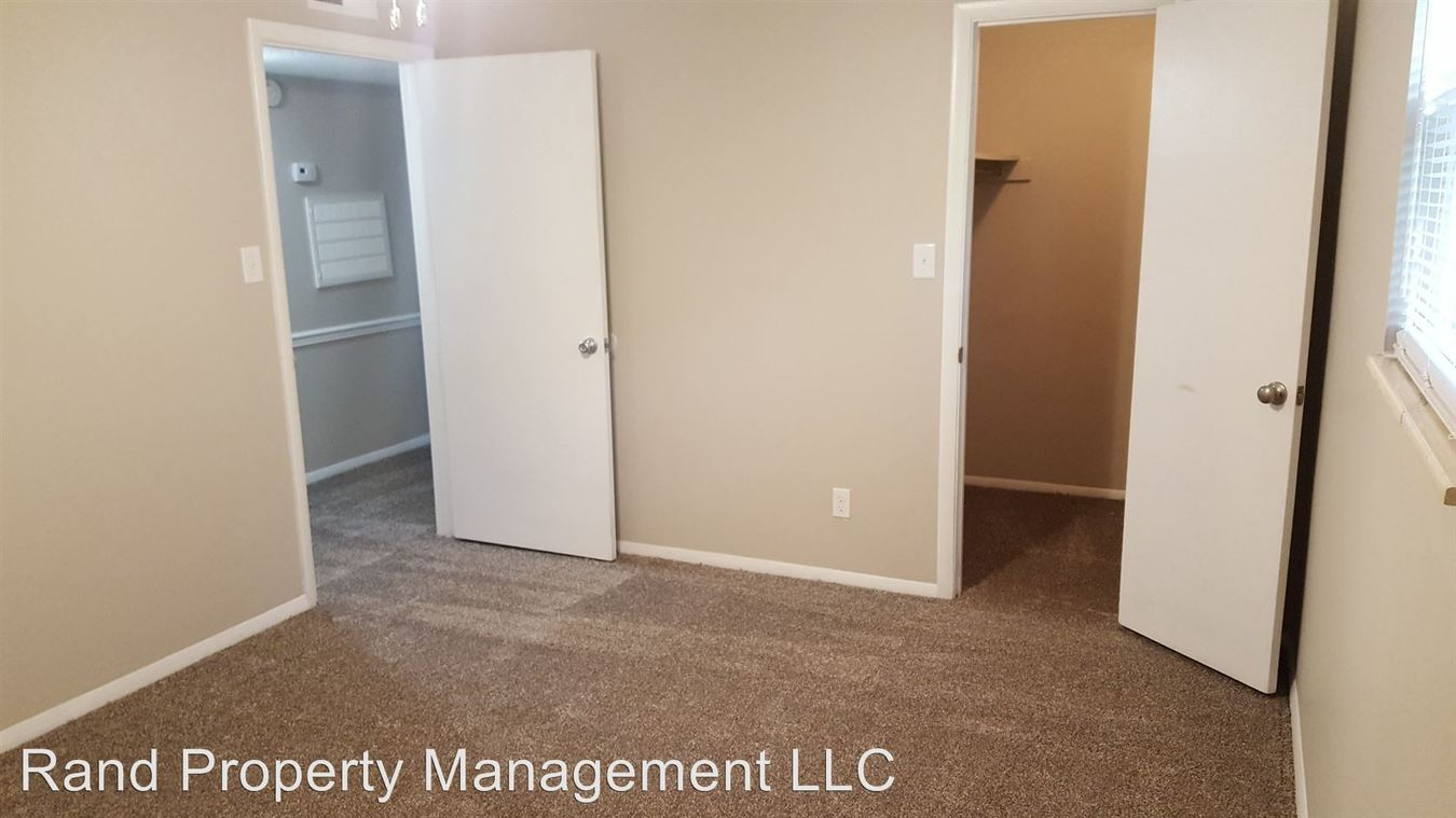 2 Bedrooms 1 Bathroom Apartment for rent at 4532 Lynnmont Road in Knoxville, TN