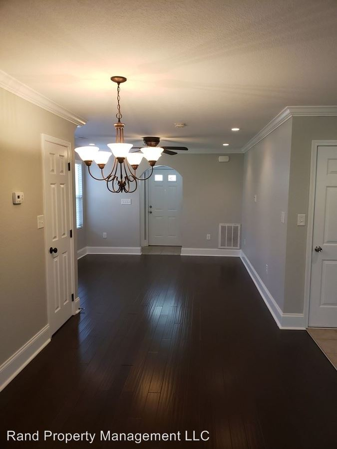 2 Bedrooms 2 Bathrooms Apartment for rent at 709 East Inskip Drive in Knoxville, TN