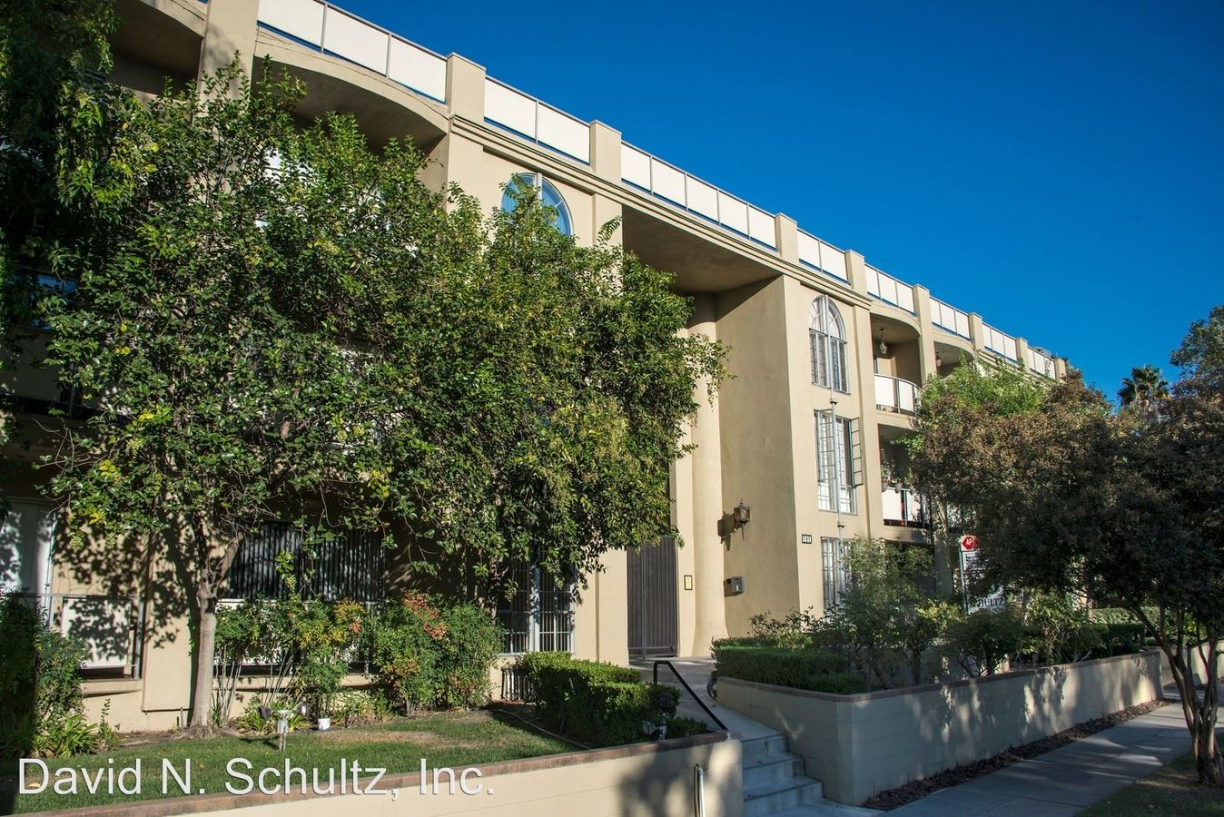 2 Bedrooms 1 Bathroom Apartment for rent at 191 S. Sierra Madre Blvd. in Pasadena, CA
