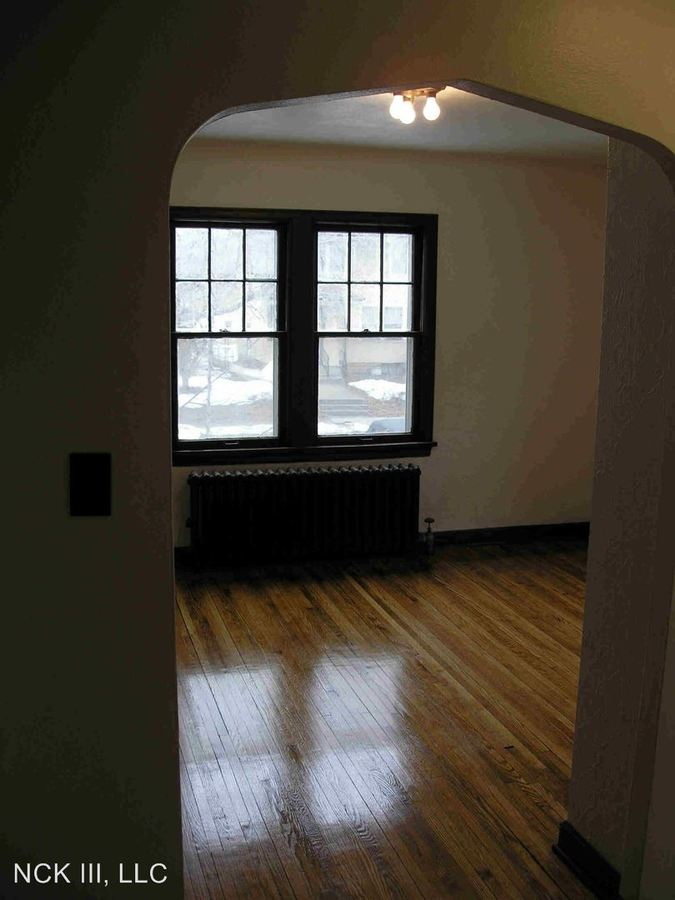Studio 1 Bathroom Apartment for rent at 1648 Charles in St Paul, MN