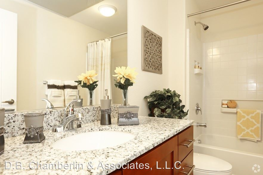 2 Bedrooms 2 Bathrooms Apartment for rent at 6640 E Mcdowell Rd in Scottsdale, AZ
