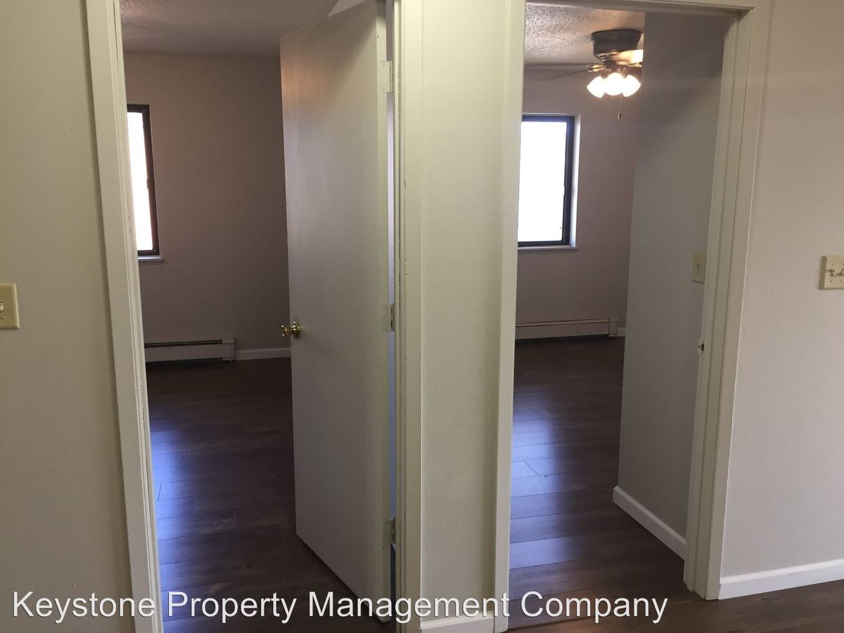 3 Bedrooms 1 Bathroom Apartment for rent at 2437 Petsel Place in Iowa City, IA