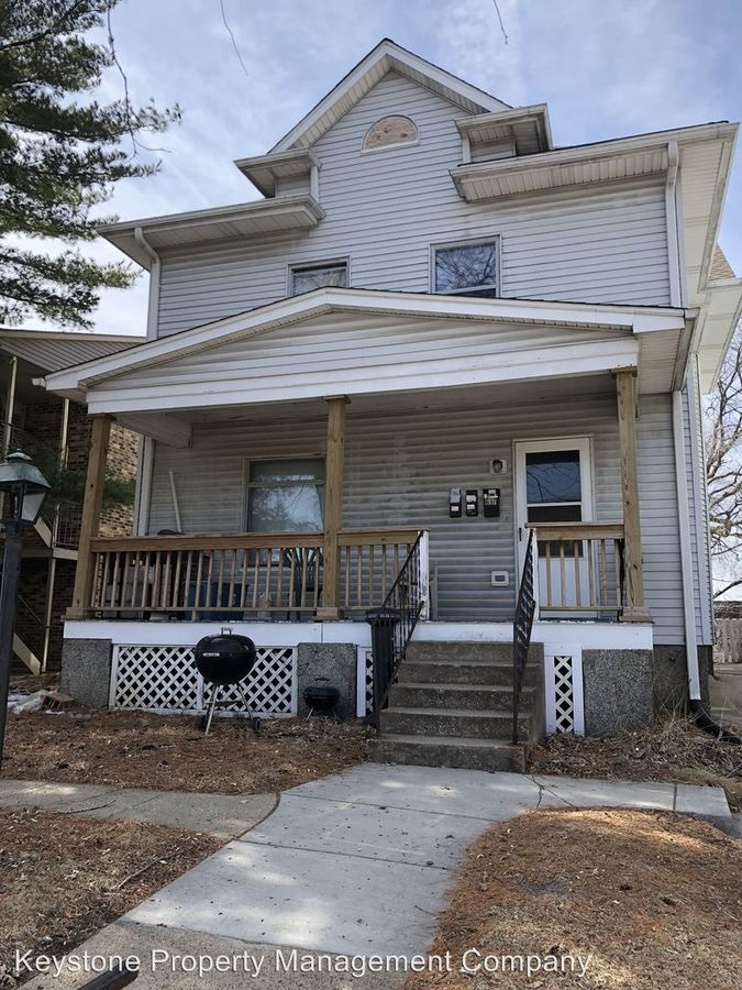 2 Bedrooms 1 Bathroom Apartment for rent at 617 S. Clinton Street in Iowa City, IA