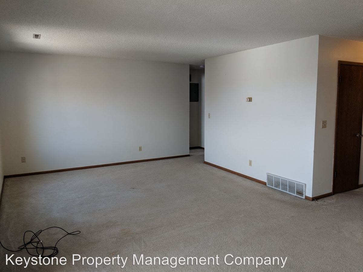2 Bedrooms 1 Bathroom Apartment for rent at 403-431 Westwinds Drive in Iowa City, IA