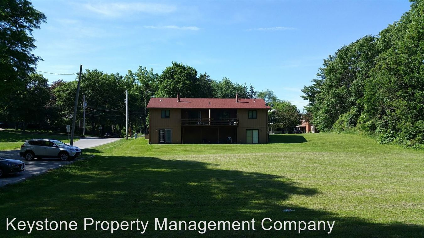 3 Bedrooms 2 Bathrooms Apartment for rent at 728/730 Brown Street in Iowa City, IA