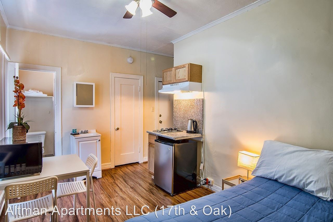 Studio 1 Bathroom Apartment for rent at 907 W. 17th St. in Los Angeles, CA