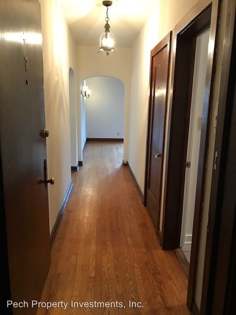2 Bedrooms 1 Bathroom Apartment for rent at 4305 N. Marlborough Drive in Shorewood, WI
