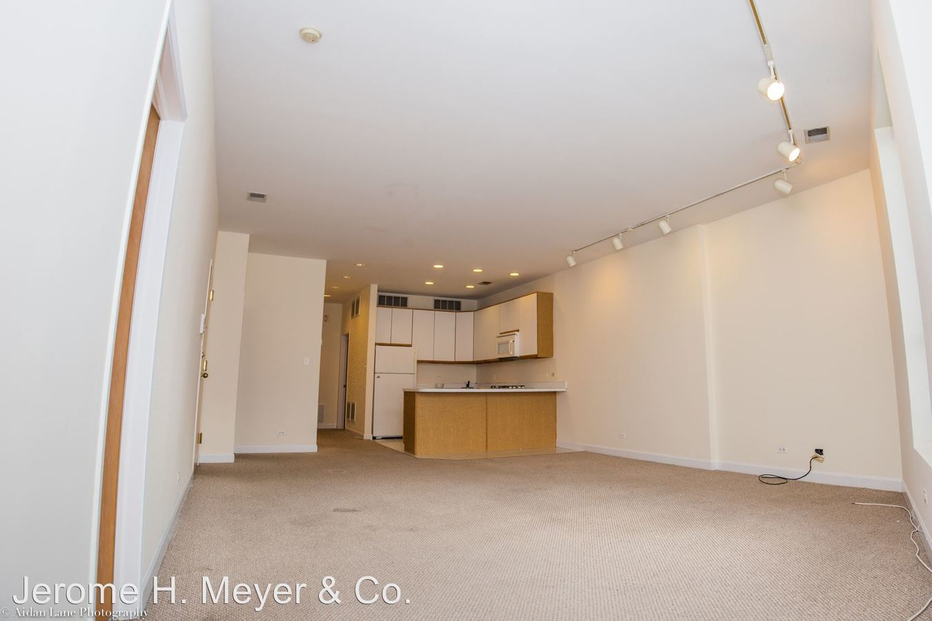 3 Bedrooms 2 Bathrooms Apartment for rent at 2863-65 N. Clark in Chicago, IL