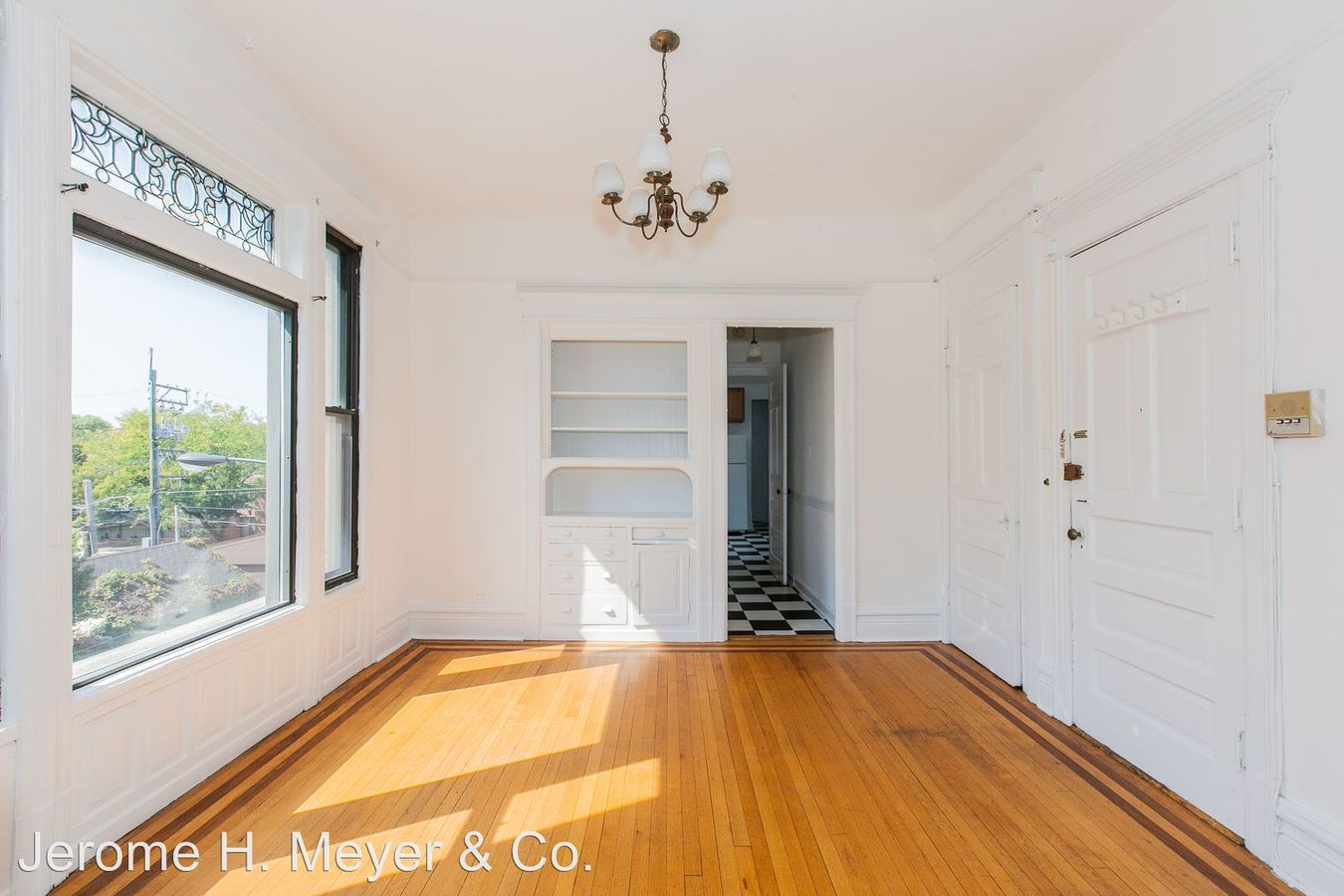 2 Bedrooms 1 Bathroom Apartment for rent at 530-40 W. Armitage 2000 N. Mohawk in Chicago, IL