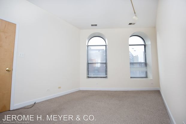 4 Bedrooms 2 Bathrooms Apartment for rent at 2863-65 N. Clark in Chicago, IL