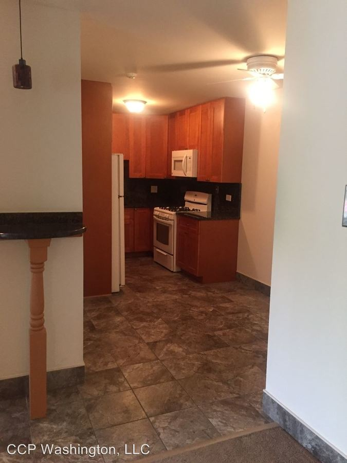 2 Bedrooms 1 Bathroom Apartment for rent at 5202 Washington St in Downers Grove, IL