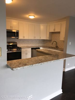 2 Bedrooms 2 Bathrooms Apartment for rent at 5202 Washington St in Downers Grove, IL