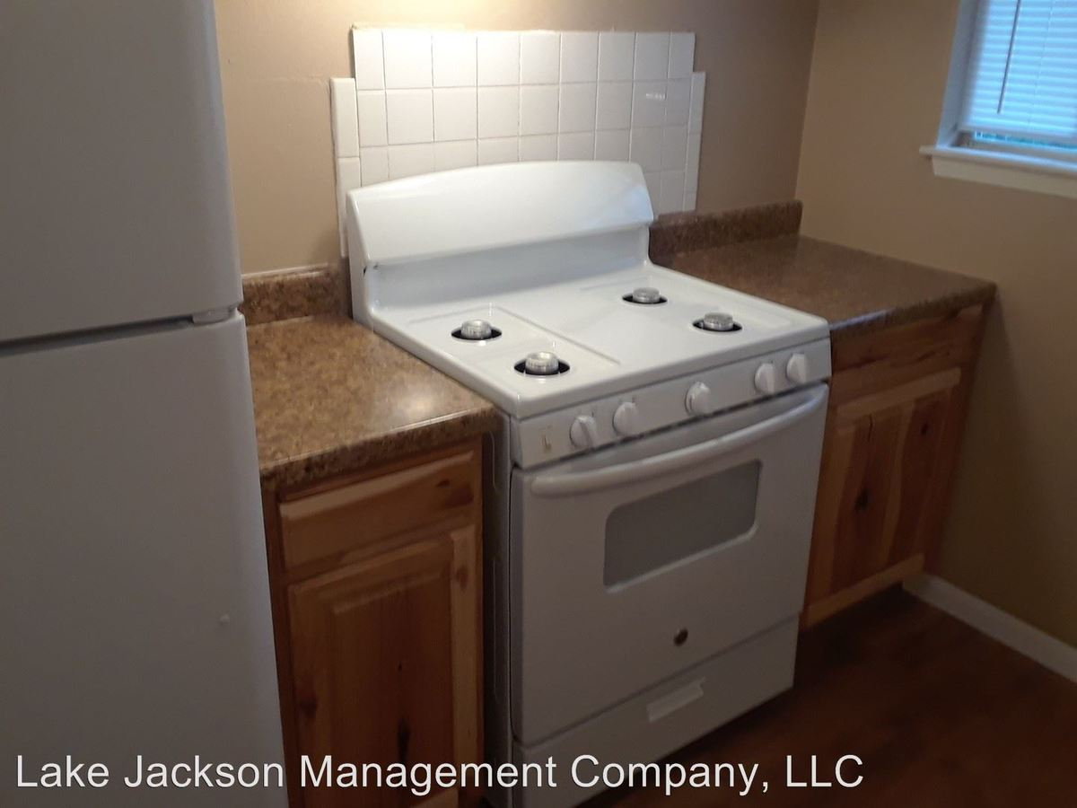 1 Bedroom 1 Bathroom Apartment for rent at 2400 5th St in Bay City, TX