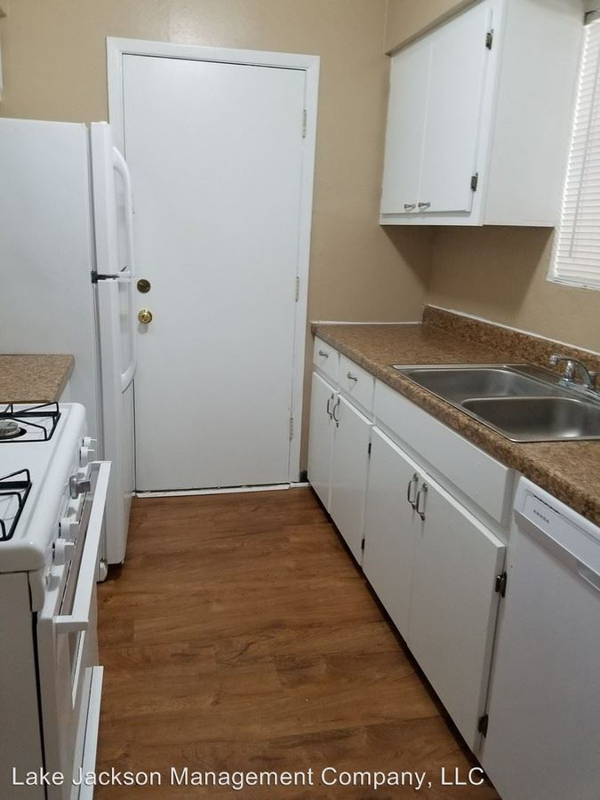 2 Bedrooms 1 Bathroom Apartment for rent at 2400 5th St in Bay City, TX